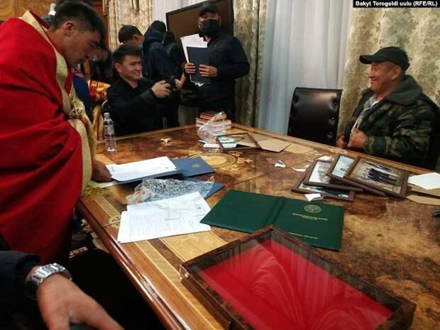 Что происходит в Киргизии. Коротко.