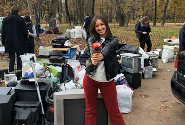 Ирина Чурикова во время акции по сбору старой электроники/ из личного архива