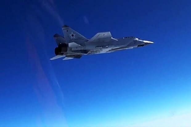 МиГ-31 сопроводил американский самолет-разведчик над Тихим океаном