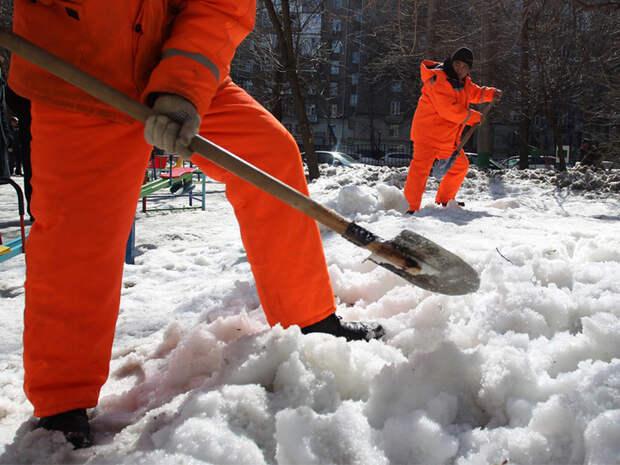 Последствия снегопада усиленно ликвидируют в Северном