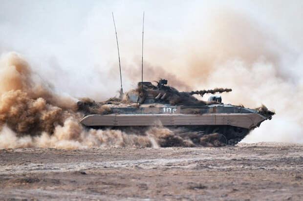 Модернизированные БМП-2М получила российская база в Таджикистане