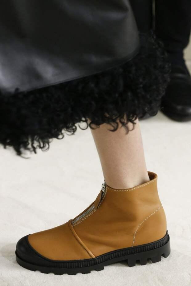 Коричневые ботинки без каблука. Коллекция осень-зима 2018-2019 Loewe