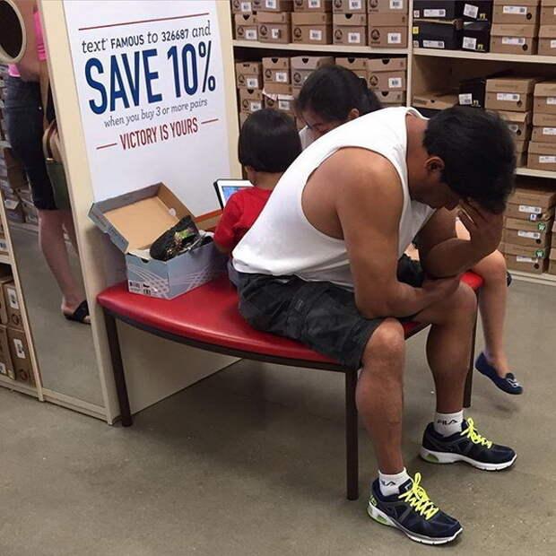 Как развлекаются мужчины, пока их жены ходят по магазинам