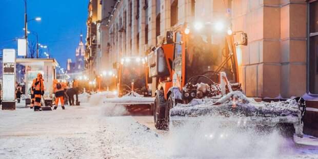 Последствия снегопада в Головинском устраняют семь единиц техники