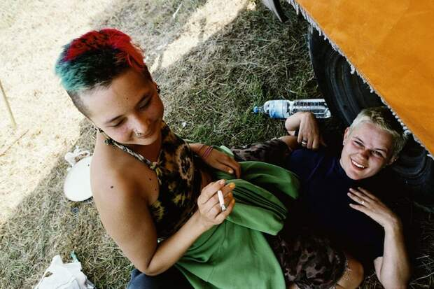 Бесконечное лето: Кочевая жизнь рейверов 1990-х