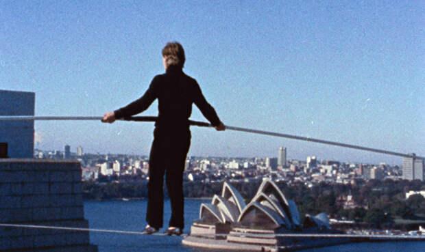 Филипп Пети: опасные трюки бесстрашного канатоходца