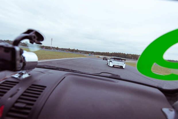 Как выглядят автогонки изнутри