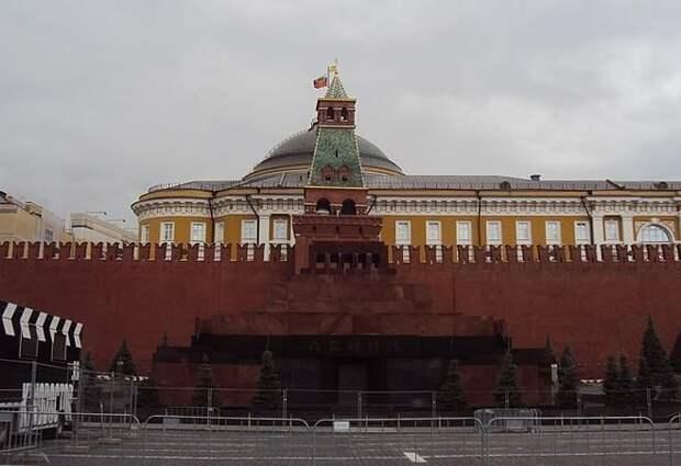 В США предложили построить копию Мавзолея и выкупить у России тело Ленина