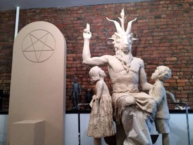 """В Оклахоме представили макет статуи Бафомета - FURFUR - FURFUR - поток """"Культура"""""""