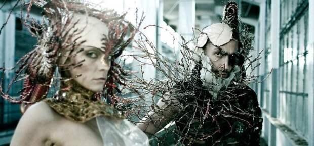 Коллекция авангардно-эпатажных костюмов и аксессуаров