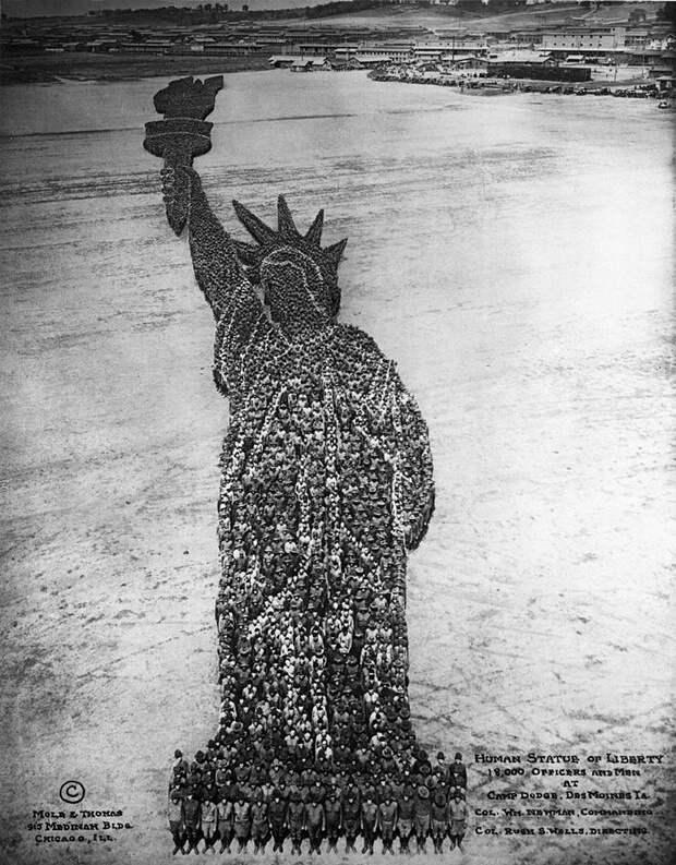 Масштабные групповые патриотические фотографии Артура Мола