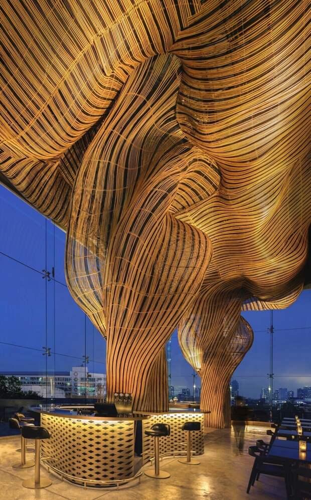 Как ресторан вБангкоке украсили гигантскими фонтанами пива