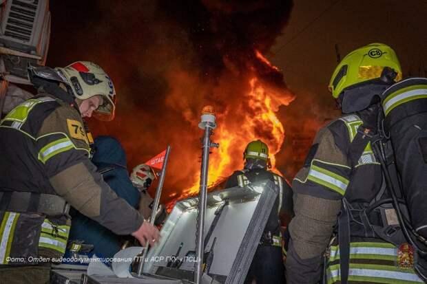 При пожаре в гостинице на 6-й Кожуховской пострадали семь человек