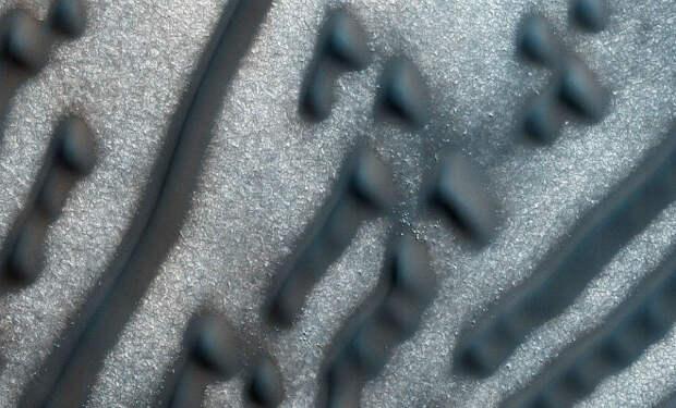 Скалы-сферы и пылевые вихри. 5 явлений, замеченных на Марсе, которые науке только предстоит объяснить