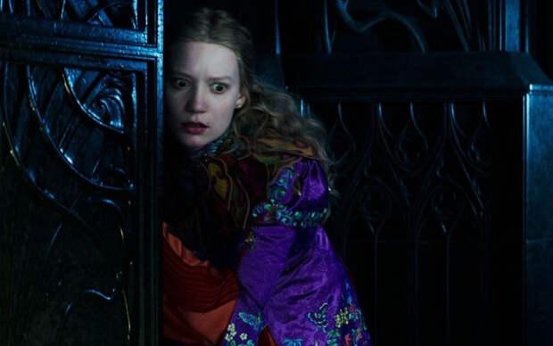 #ПроКино: Алиса в Зазеркалье и временные затруднения