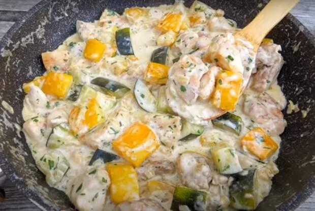 Шикарная курица с кабачками на сковороде