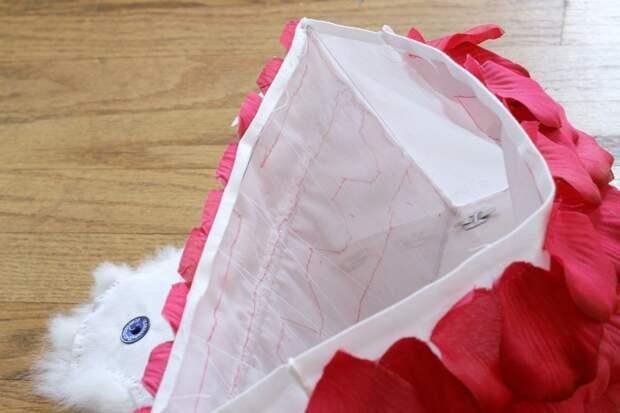 Вечерняя сумочка с розовыми лепестками и кроличьим мехом