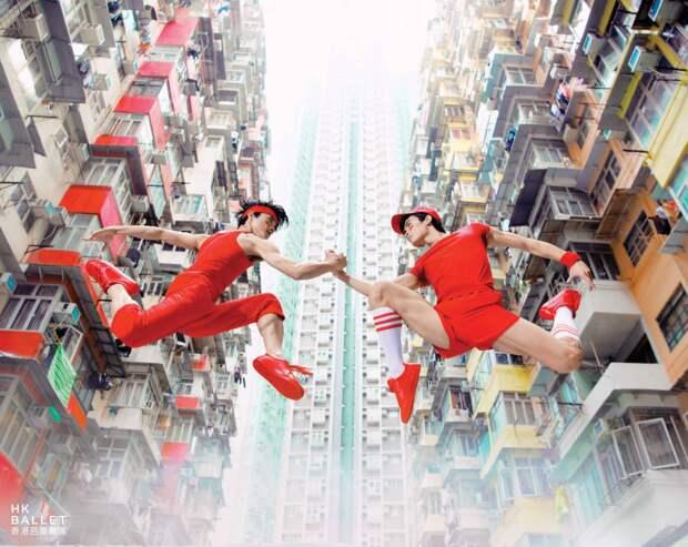 Рекламные постеры, накоторых гонконгские танцоры бросают вызов гравитации