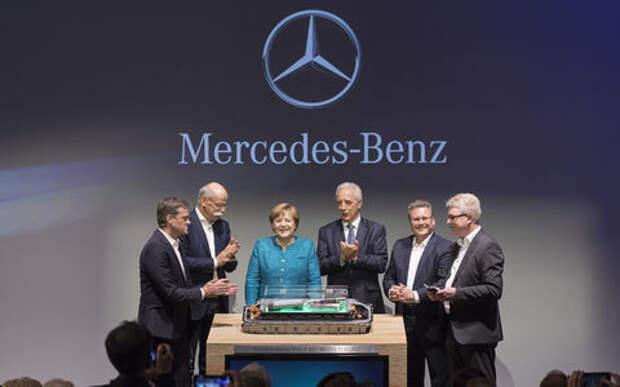 Ангела Меркель положила камень на Илона Маска