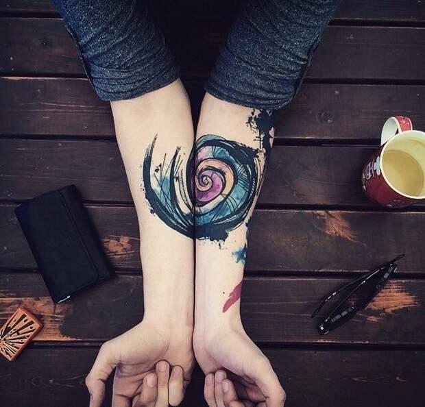 Необычное тату на две руки