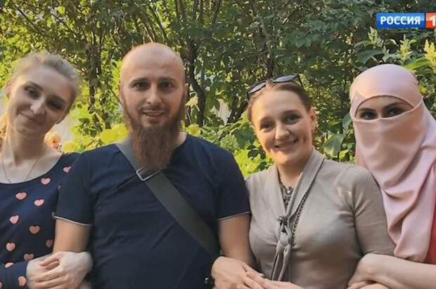Товарищ Сухов и три его жены: россиянин завел гарем и прославился на весь мир