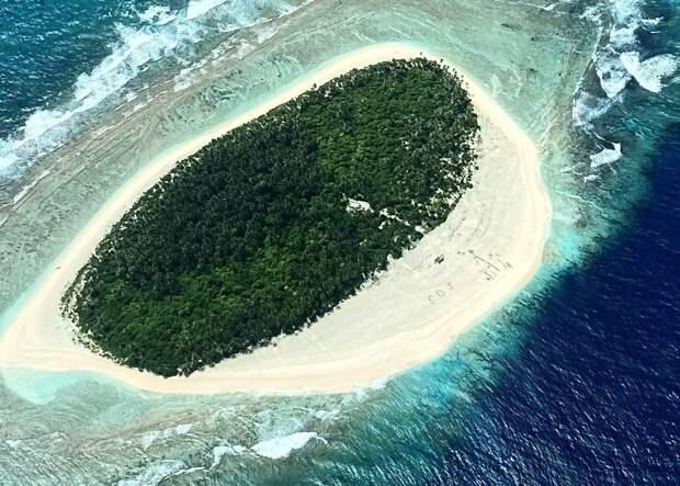 Спасите наши души: моряков нанеобитаемом острове нашли благодаря надписи SOS