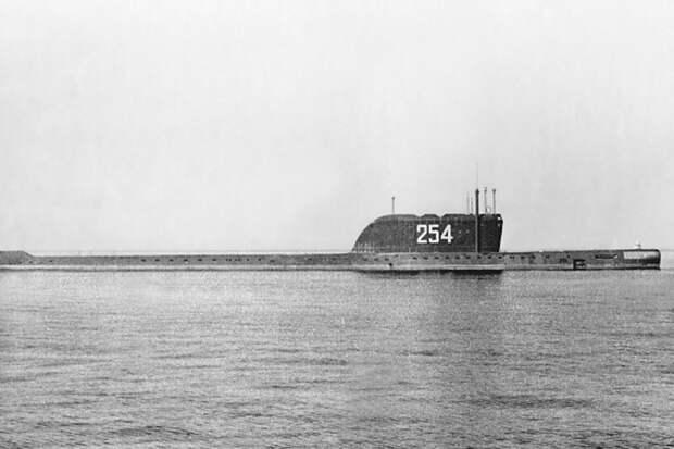 """Подводная """"Хиросима"""": первому атомному ракетоносцу исполнилось 60 лет"""