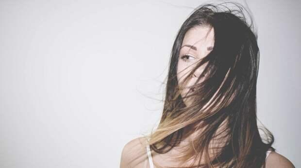 Трихолог рассказал, какая прическа наносит больше всего вреда волосам