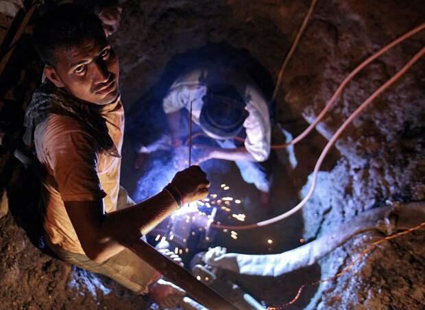 Ремонт подземного водопровода в Мумбаи