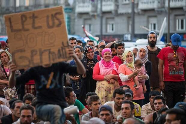 С больной головы на здоровую: в миграционном кризисе ЕС обвиняют Москву