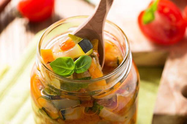 Салат из кабачков с соусом