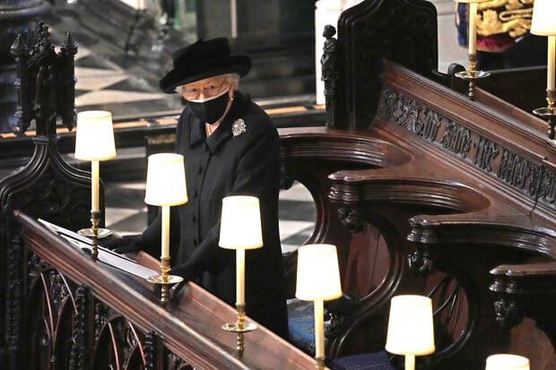 Трогательная и одинокая — как королева Елизавета II проводила своего мужа в последний путь
