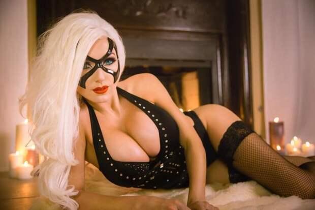 Джесика в образи Чёрной кошки из вселенной Бэтмена