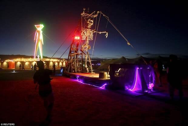Оцени масштаб — фестиваль Burning Man с высоты птичьего полета и не только