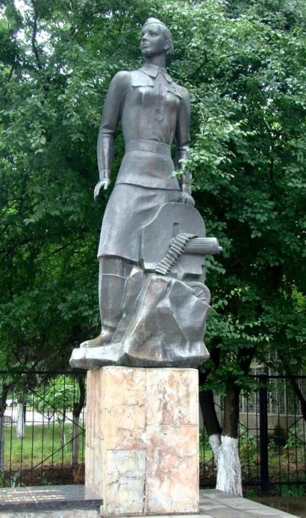 Памятник Нине Ониловой в Одессе