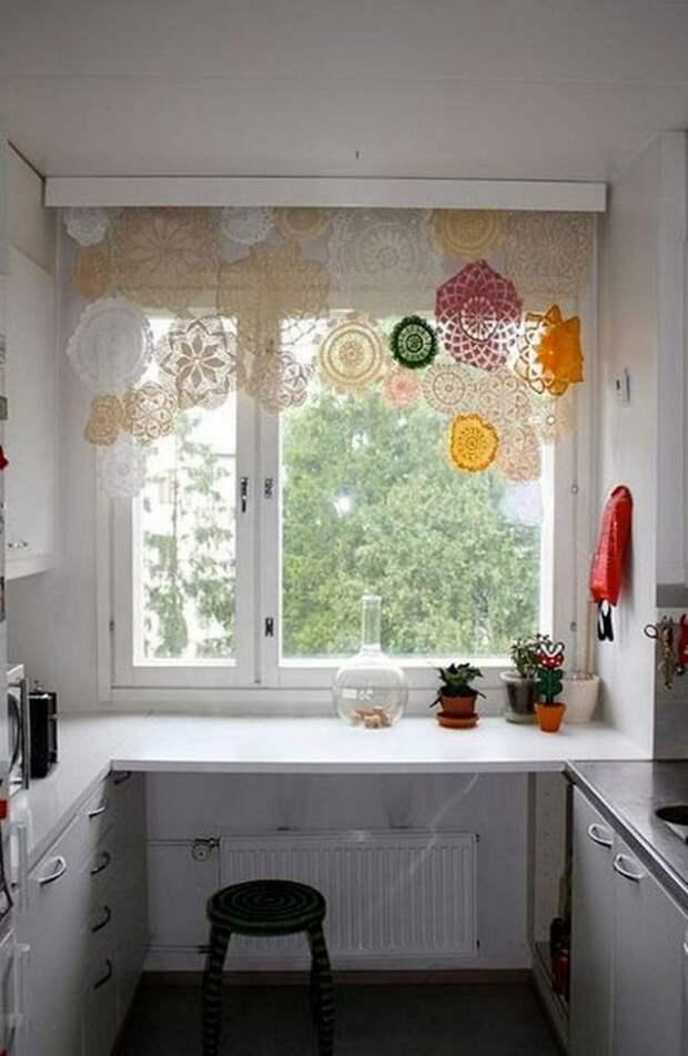 Уютные и красивые идеи штор для кухни
