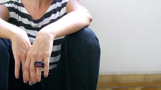 Кольца из войлока и компьютерных частей от Kedmi Hanan