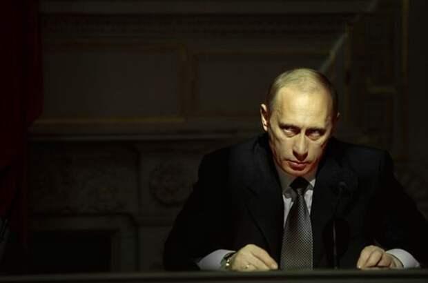 Известный фотопортрет Владимира Путина в исполнении фотографа Сергея Максимишина, особо любимый противниками Путина