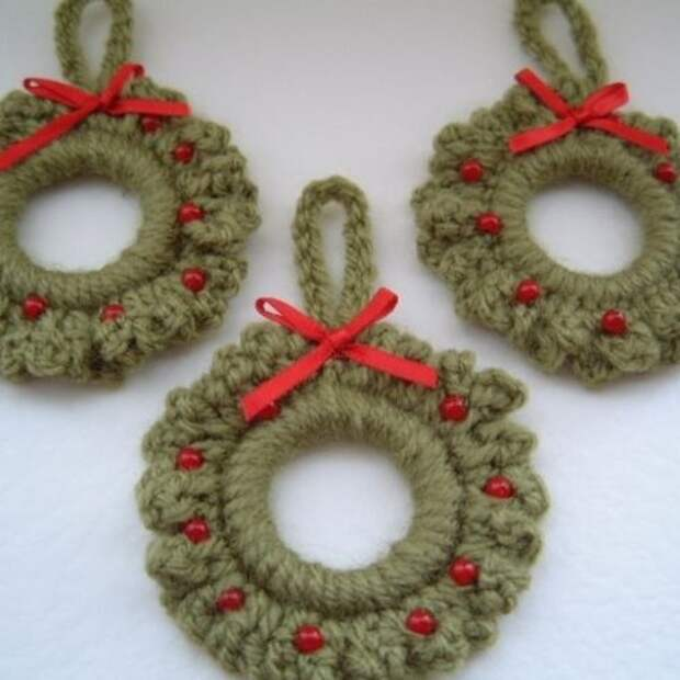 Croched Christmas decorations (for front door?)