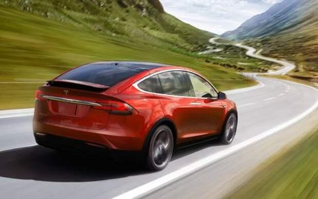 Tesla Model X «сделал уши» – вновь под подозрением автопилот