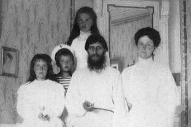 """5 фактов о том, как """"святой черт"""" Григорий Распутин устраивал оргии и насиловал служанок во дворце"""
