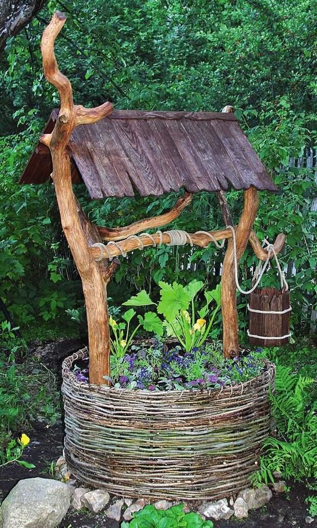 Колодезный «домик» может выглядеть вот так необычно и стильно