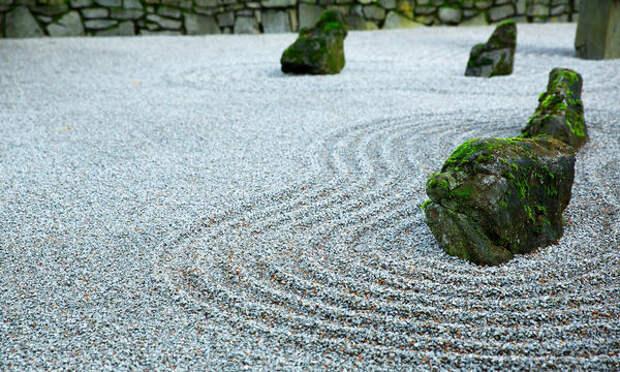 Каменные сады появились в Японии в 13 веке по влиянием философии дзен-буддизма
