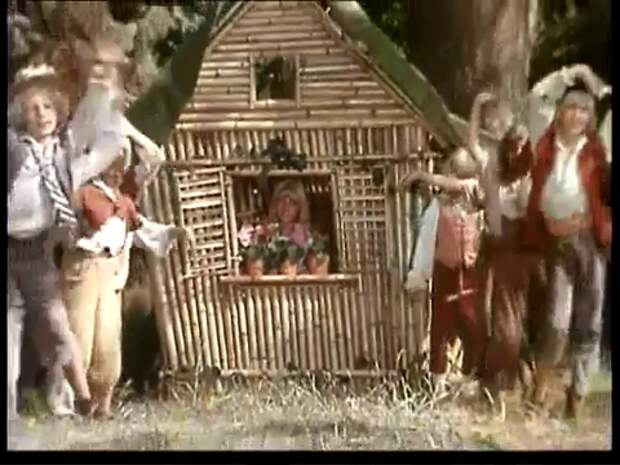 """Строительство домика - """"Питер Пэн"""""""