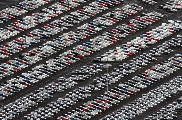 Автомобили на площадке производителя