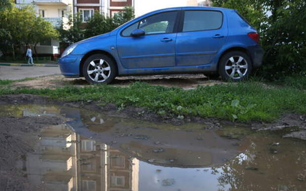 Госдума доработает закон о штрафах за парковку на газонах