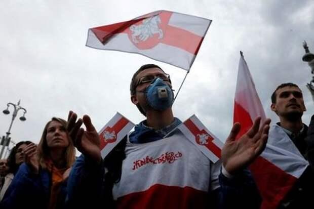 Участники акции протеста в центре Минска, 25 августа 2020 года. REUTERS/Vasily Fedosenko