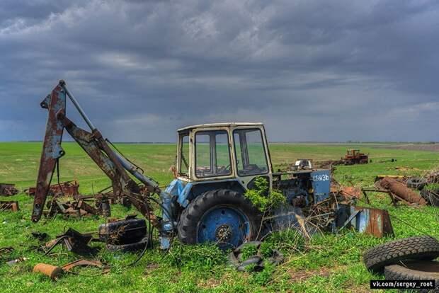Заброшенная сельхозтехника в Тульской области.