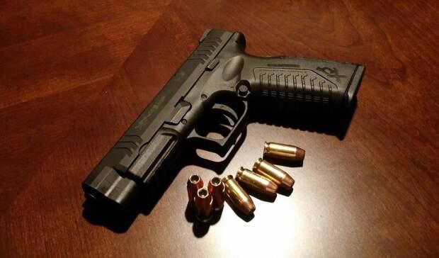 В Уфе молодой парень обстрелял дверь торгового комплекса