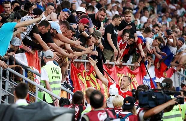 РФС хочет наказать фанатов, оскорблявших Дзюбу вСан-Марино. Все они попали навидео ифото